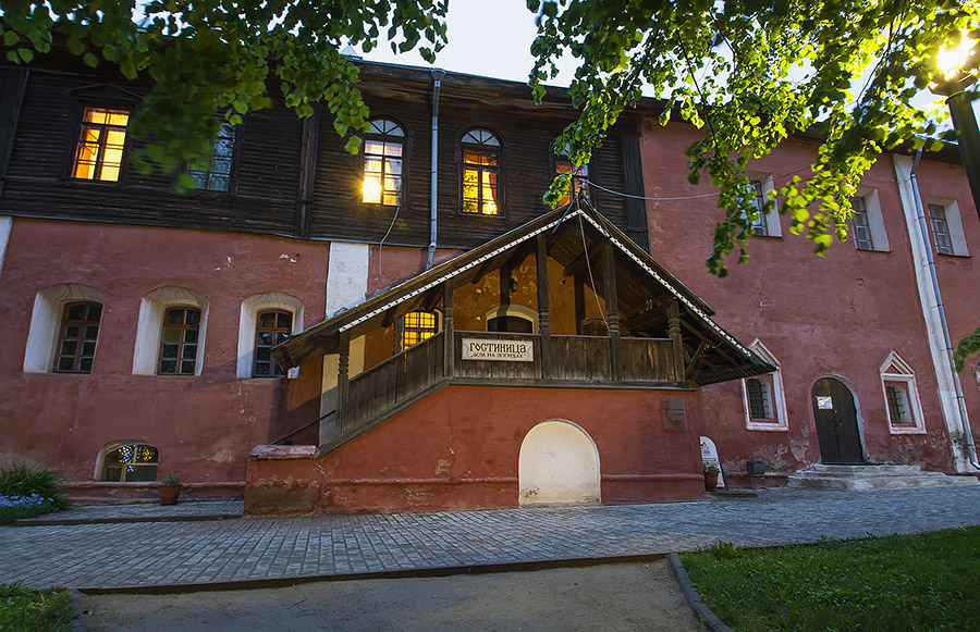 Гостиница Дом на погребах - отличный вариант размещения во время фестиваля Ростовская финифть