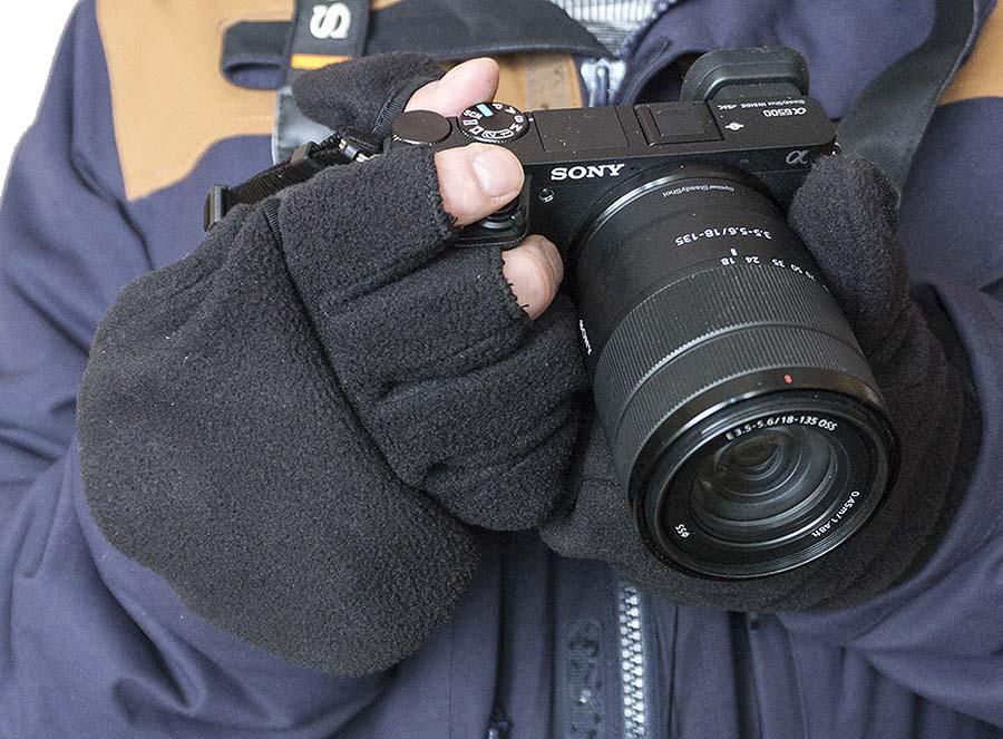 Зимние перчатки без пальцев в процессе фотосъемки